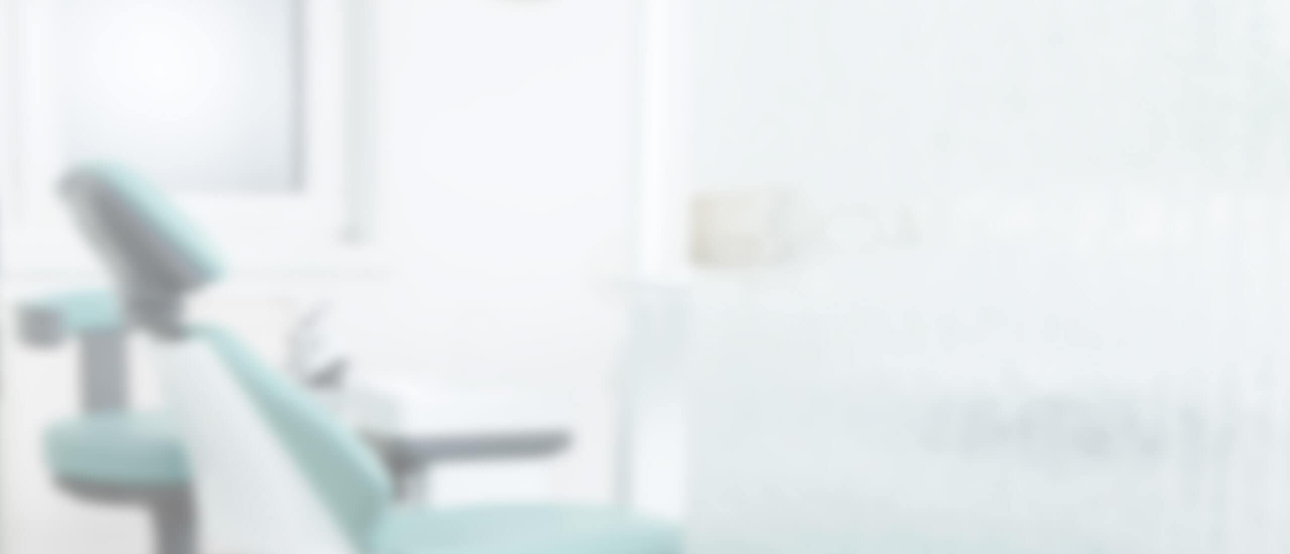 Zahnarzt Praxis Dr. med. dent. Talayeh Zadeh in Essen Huttrop - Professionelle Zahnreinigung | Zahnstein | Prophylaxe | Bleaching | Parodontologie | Ästhetik | Prothesen | Implantate | Wurzelbehandlung und mehr
